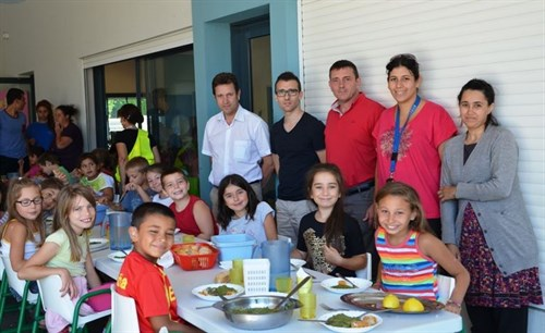 Le maire d jeune avec les enfants du centre de loisirs ville de sorgues - Accrobranche salon de provence ...