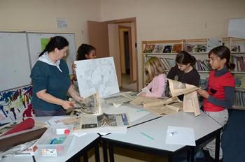 Les enfants du centre de loisirs f tent les 100 ans du papier coll ville - Centre technique du papier ...